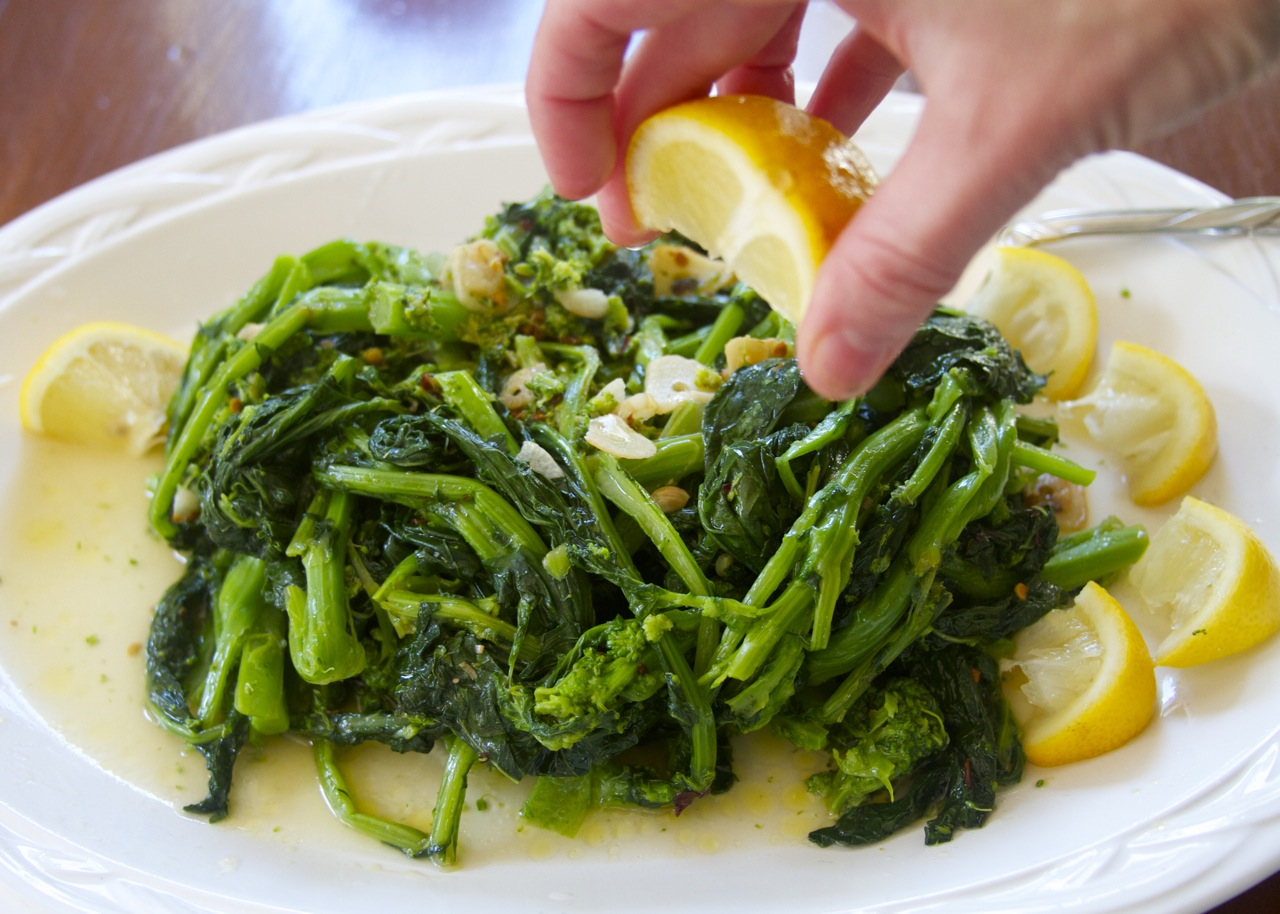 paleo sauteed rapini with garlic, pepper and lemon