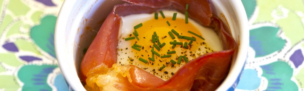 baked egg in prosciutto wm