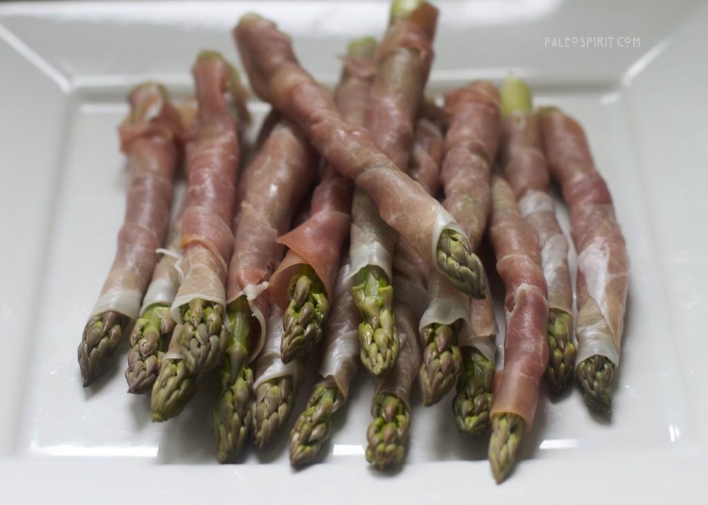 paleo prosciutto-wrapped asparagus