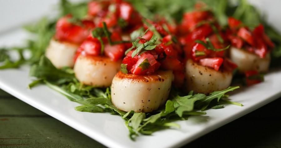Scallops with Strawberry Relish | PaleoSpirit